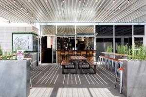 Rott n' Grapes patio bar view